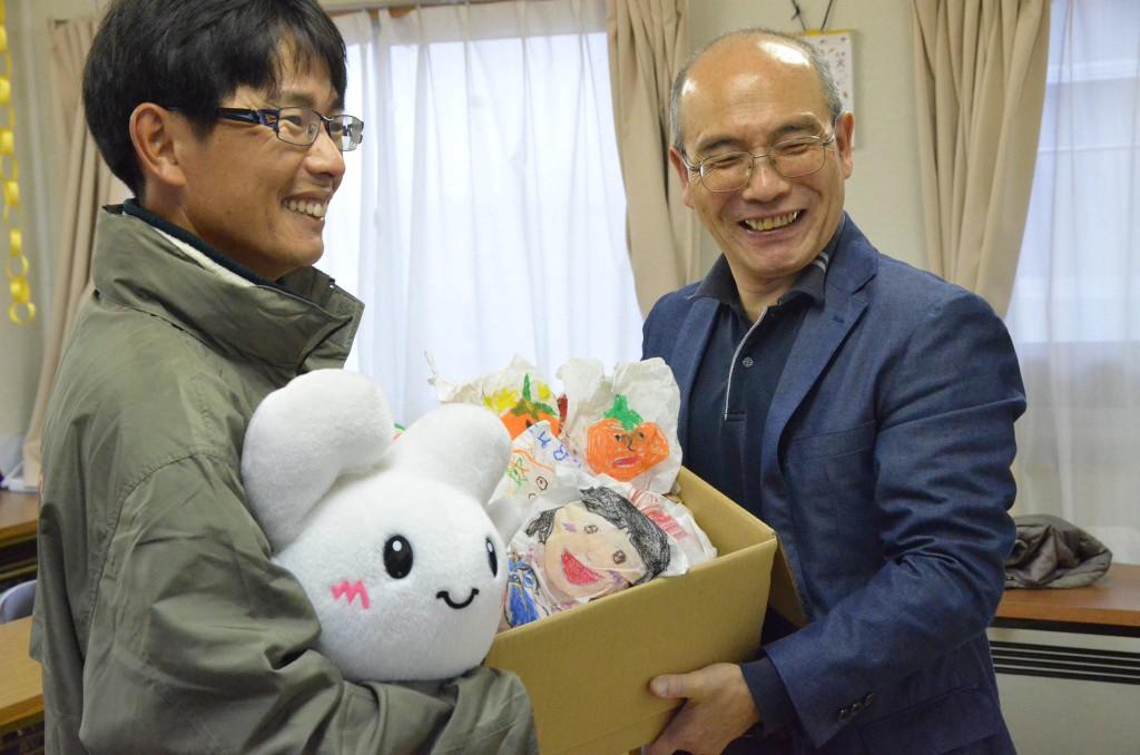 「ベル・ファーム」代表・鈴木さんと自治連事務局長の内海
